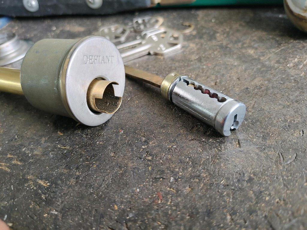 key cylinder and cylinder casing