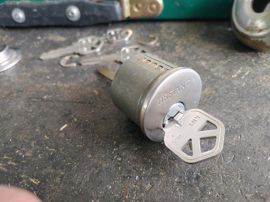 key cylinder and cylinder casing with key